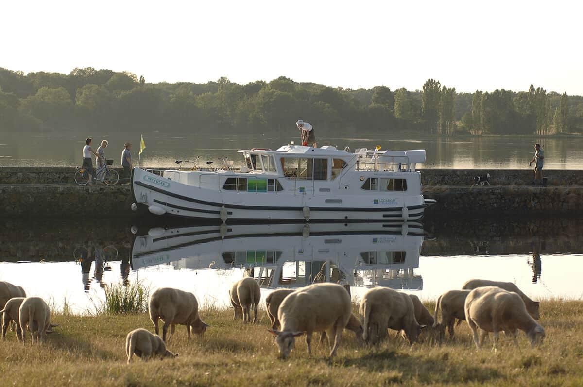 """""""Pêche"""" zum Frühstück - eine Hausbootfahrt ab Dompierre"""