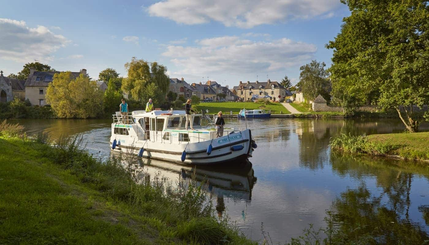 Locaboat - Canal boat hire | Boat holidays in Europe