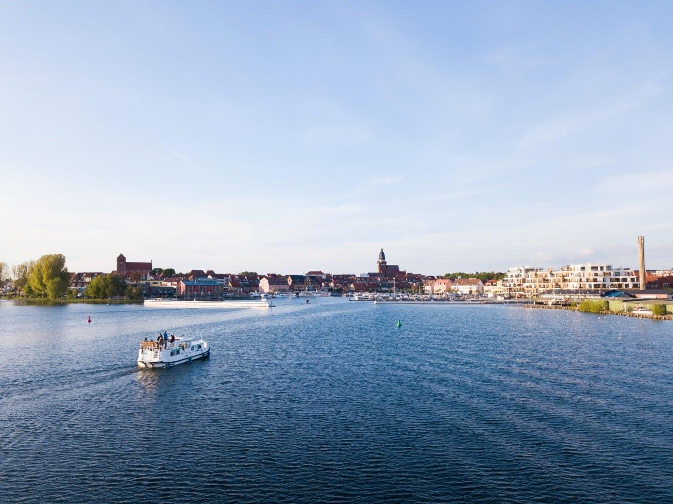 Unterwegs mit dem Hausboot an der Mecklenburgischen Seenplatte