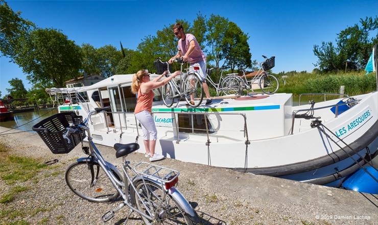 Canal-du-Midi-a-velo-location-de-bateau-sans-permis-locaboat