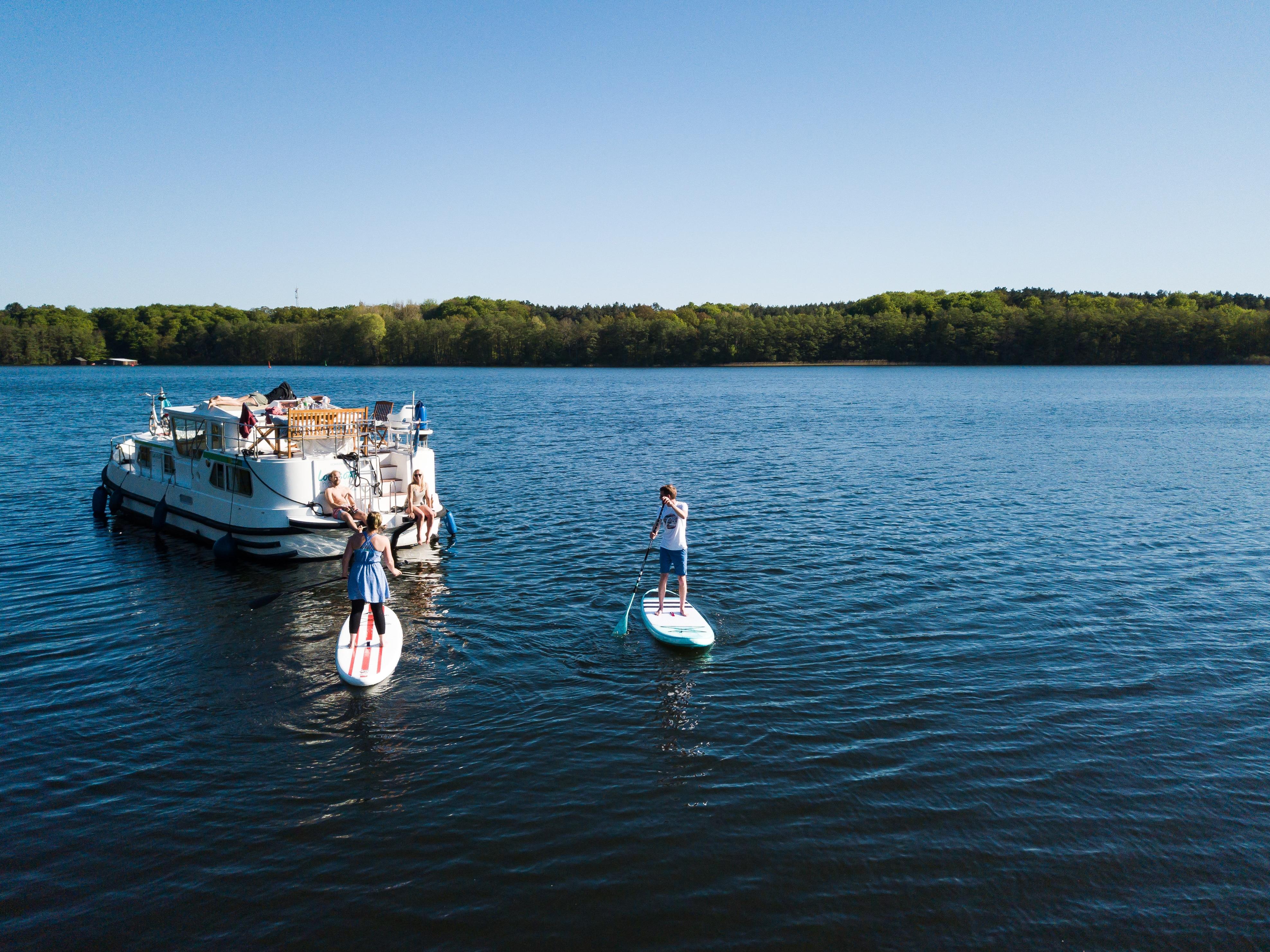 Mecklenburg-hausboot-mieten-8-personen-paddle.jpg