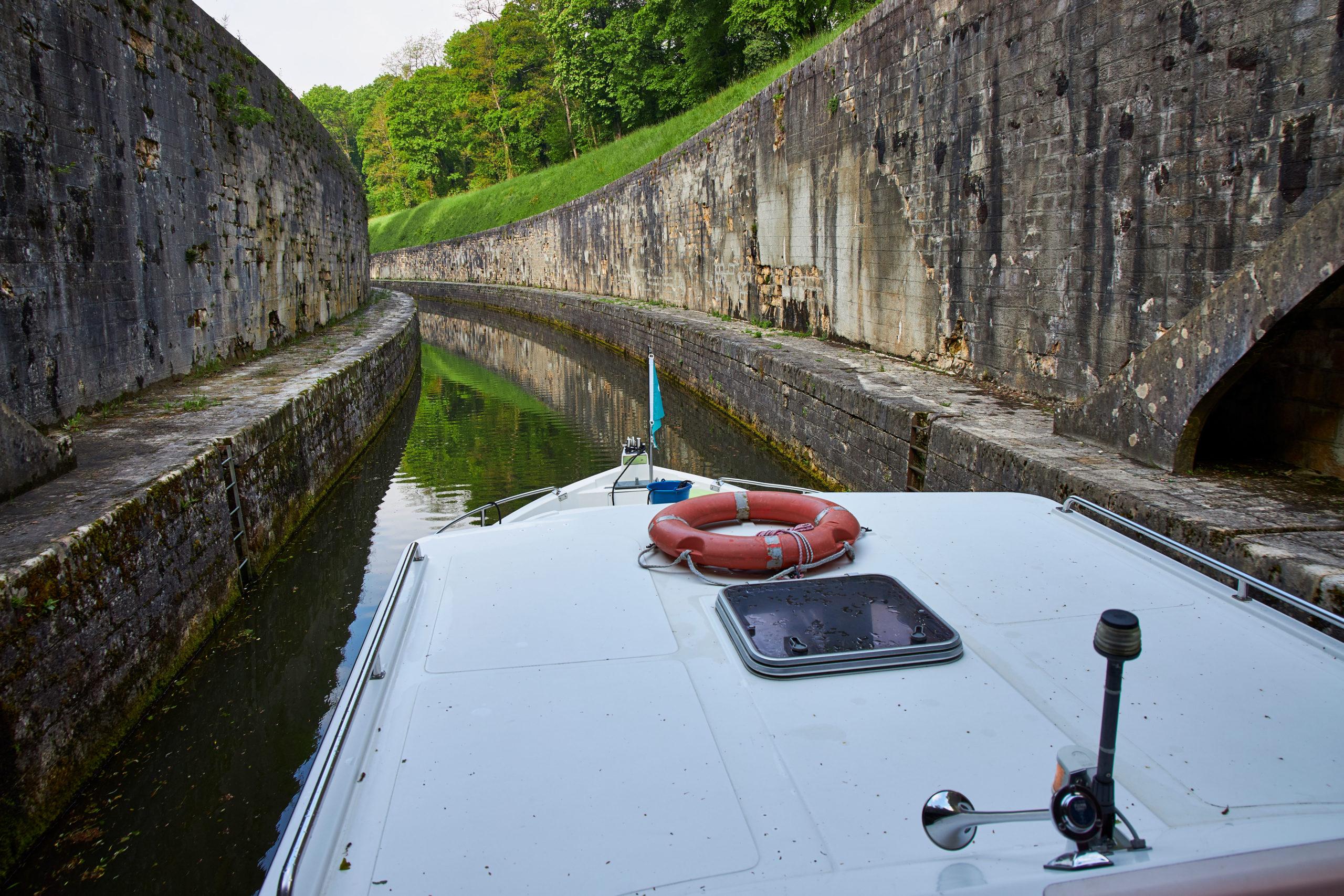 Vacances en péniche sur le Canal du Midi, en Alsace ou en Bourgogne ?