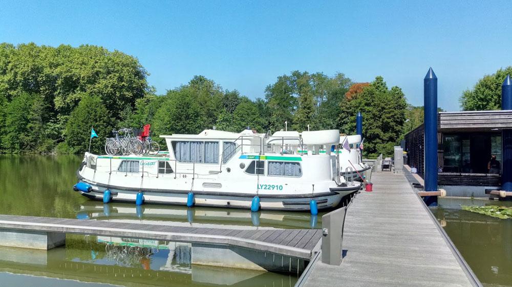 bateaux-et-péniches-sur-le-Canal-de-Briare