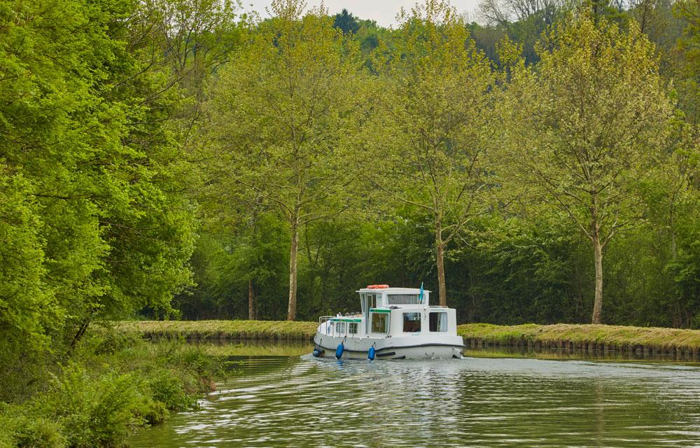 peniche de location sur le canal de bourgogne