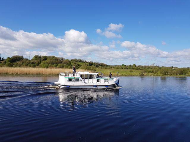 Ab Carrick mit Hausboot Lough Erne und Shannon erfahren: 2-in-1