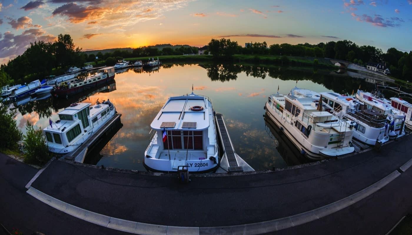 In Scey-sur-Saône vertäute Hausboote