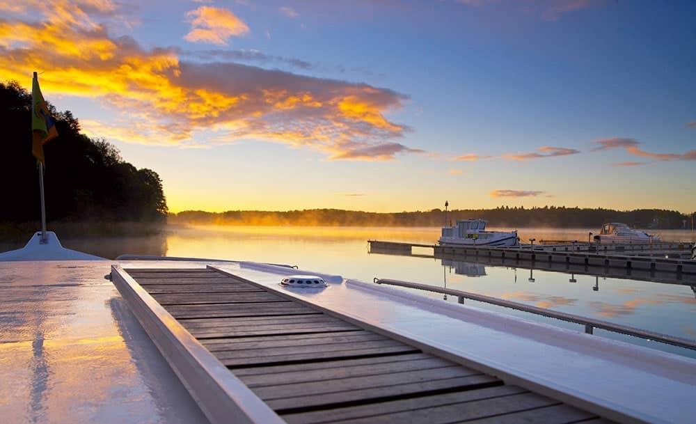 Sonnenuntergang in Deutschland von einem Anleger aus gesehen