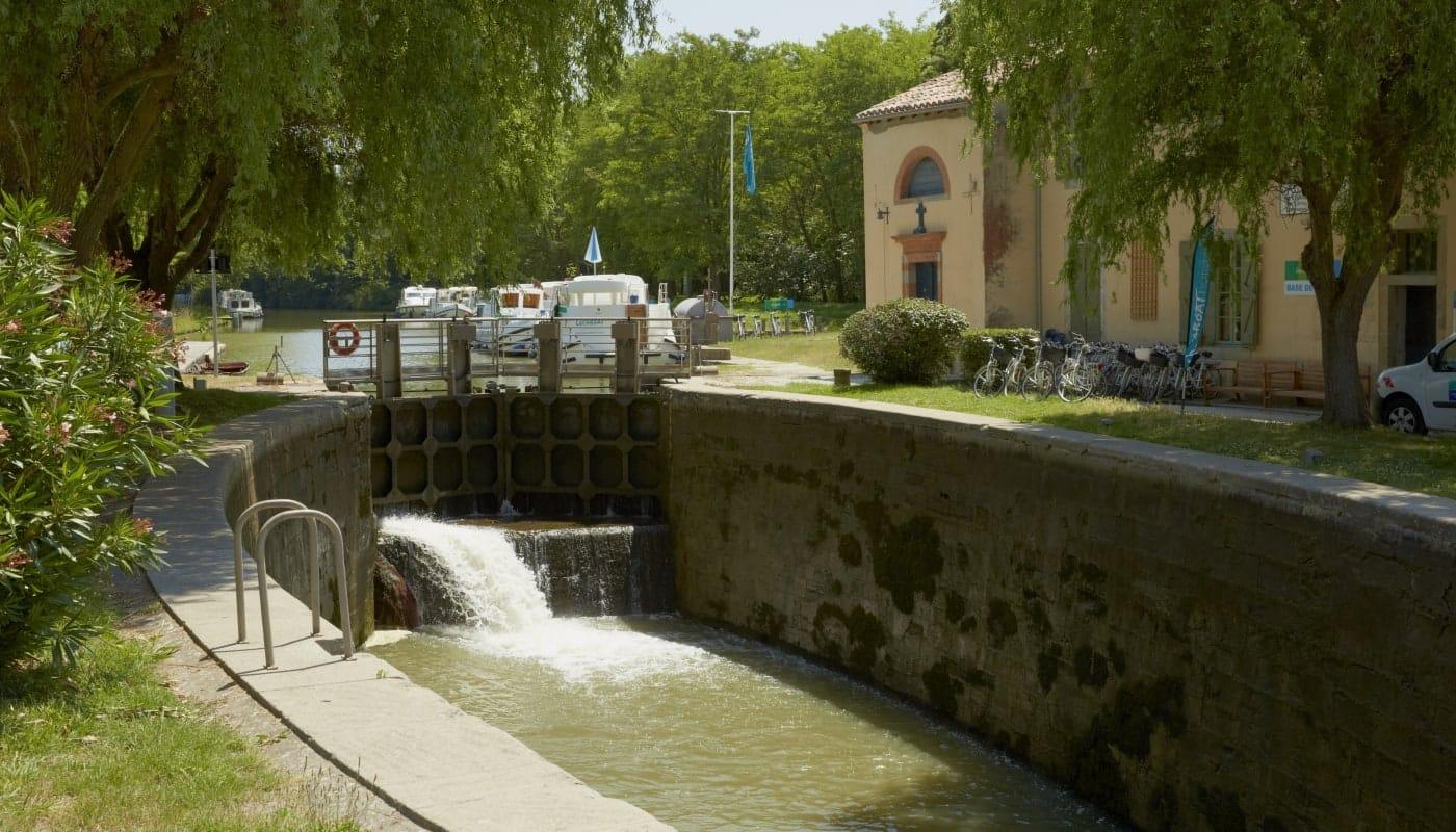 Die Schleuse von Négra am Canal du Midi