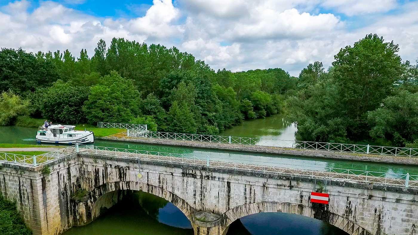 Kanalbrücke in Südwestfrankreich