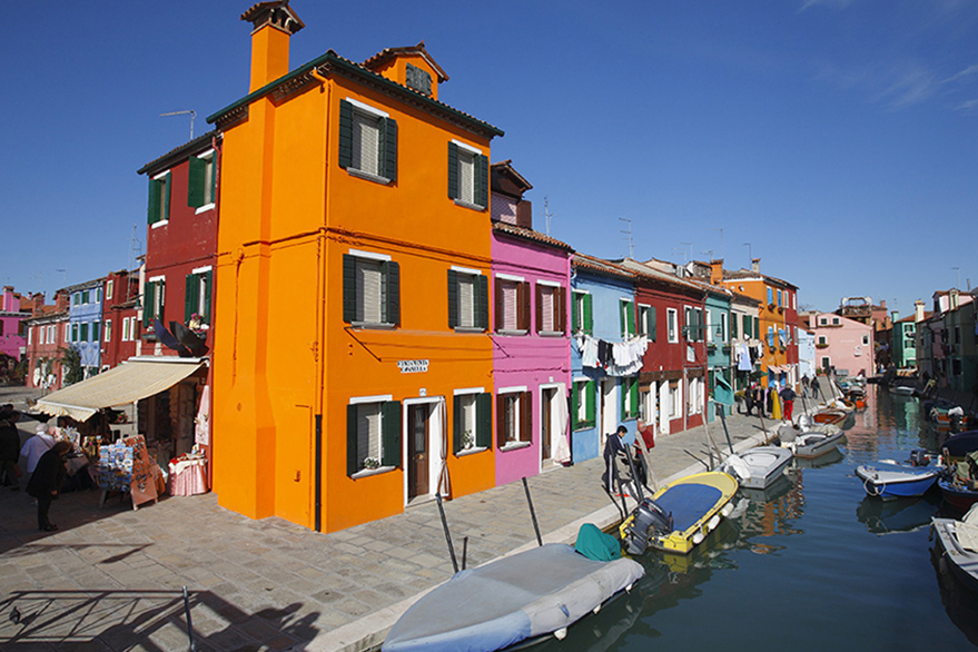 Cruising in Italy along canals, past fishing villages…