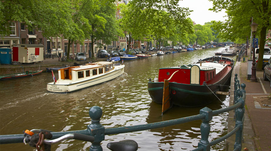 A cruise along holland's canals