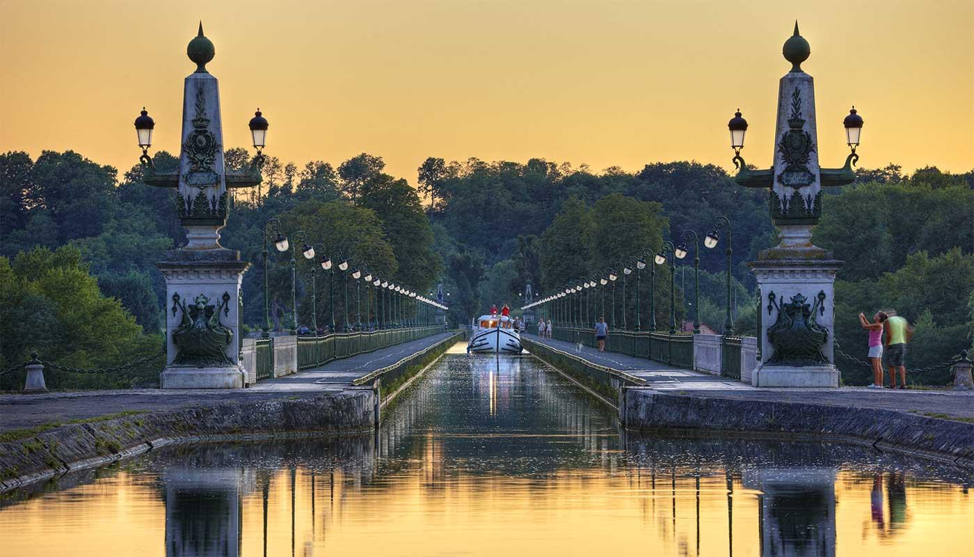 Boat on the Briare canal bridge