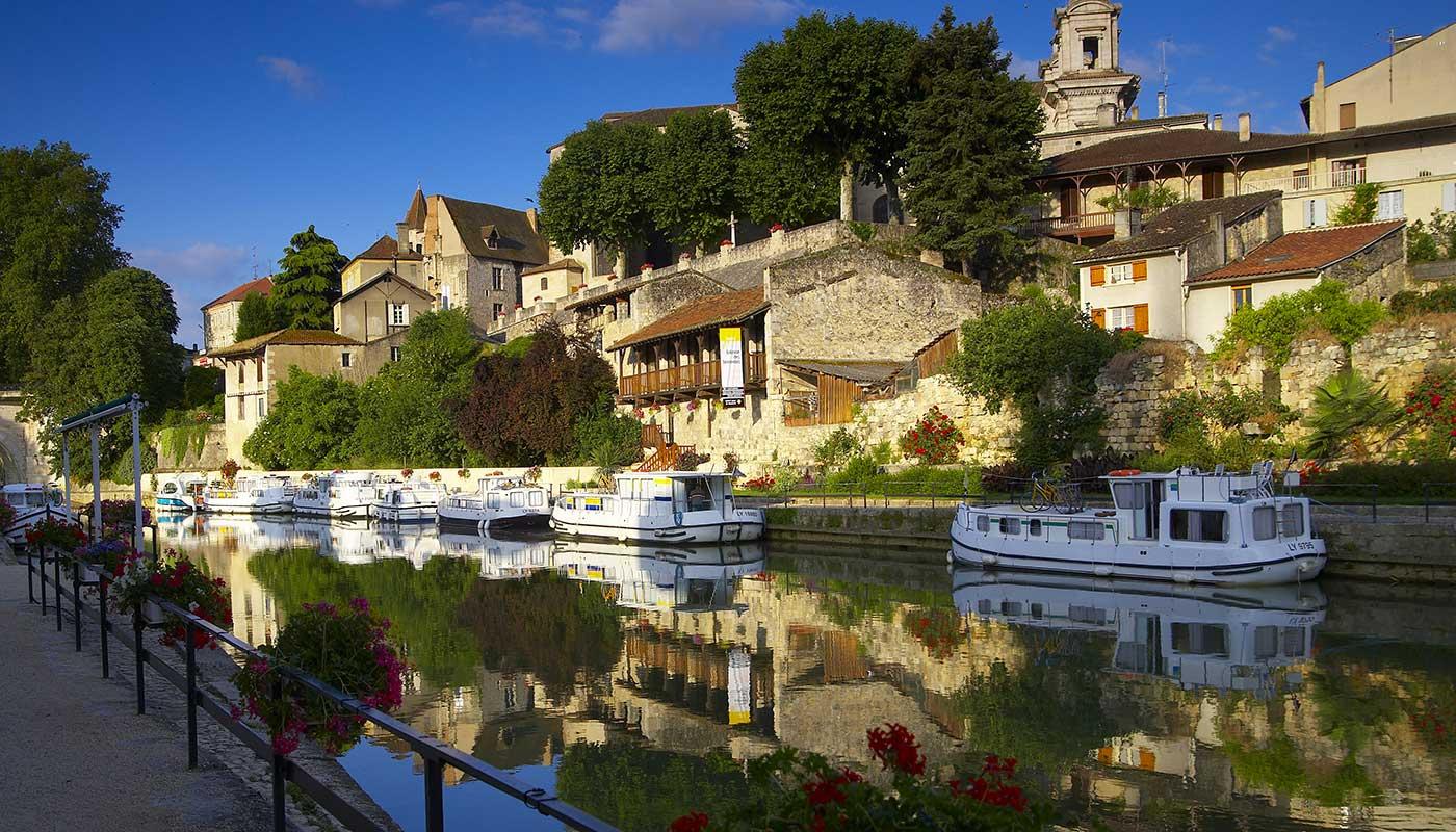 Husboot in Südfrankreich